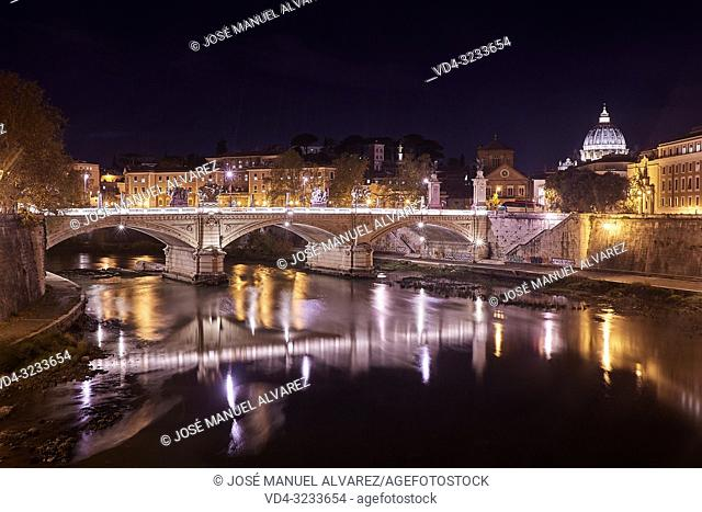 Image taken at night in the city of Rome, where you can see the river Tiber, and the basilica of San Pedro (Vatican) on the right