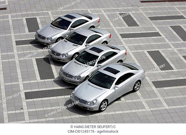 Car, Mercedes CLS 350, model year 2004-, silver, Limousine, standing, upholding, diagonal from the front/oben, group picture, frontal view