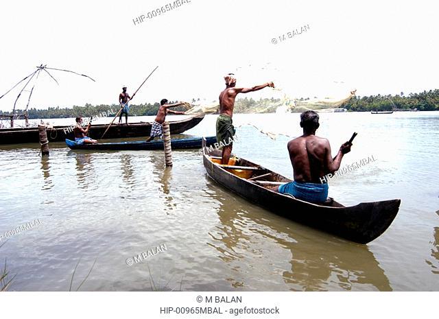 ROUND THROW-NET FISHING, KUMBALANGHI NEAR KOCHI