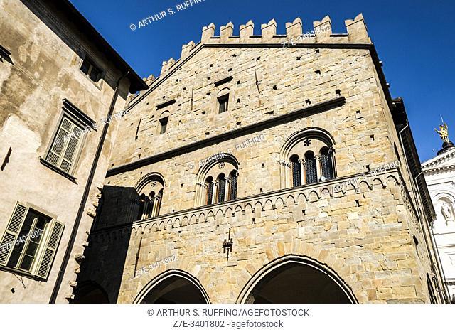 Palazzo della Ragione, Piazza del Duomo, Upper City (Città Alta), Bergamo, Lombardy, Italy, Europe