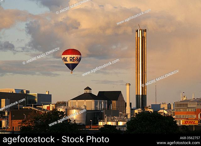Hot air balloon over the district heating plant in Uppsala, Sweden. Photo André Maslennikov