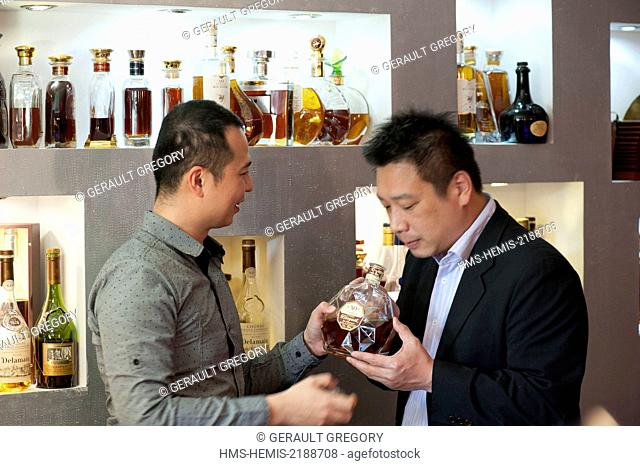 France, Charente, Bassac, the hotel restaurant Essille and its collection of Cognac, two Chinese buyers in the middle of a tasting