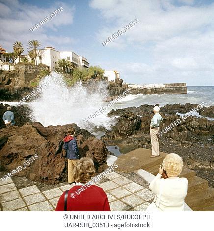 Ein Ausflug nach Puerto de La Cruz auf Teneriffa, Kanarische Inseln 1975. A trip to Puerto de La Cruz on the island of Tenerife, Canary Islands 1975