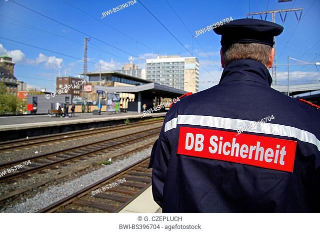 DB security service on train plattform