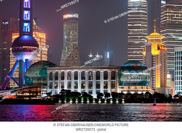 China, Shanghai, close up of the skyline of Pudong with the famous Pearl Tower