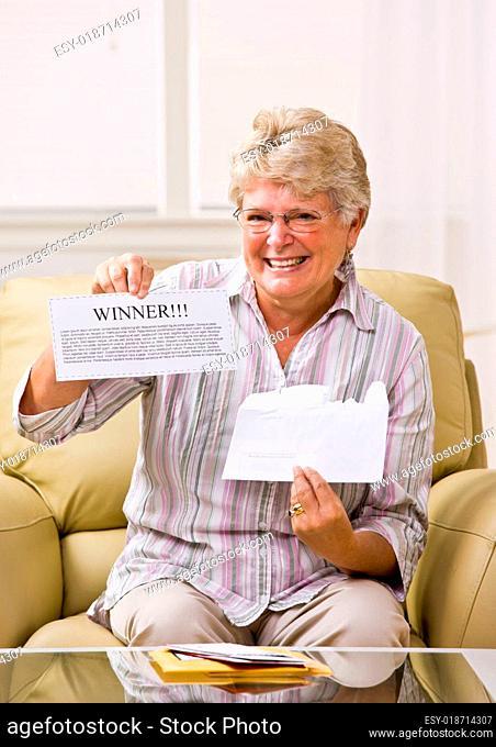 Senior woman holding innernotification