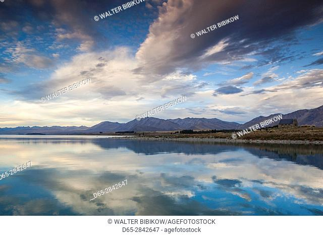 New Zealand, South Island, Canterbury, Lake Tekapo, lake view, dusk