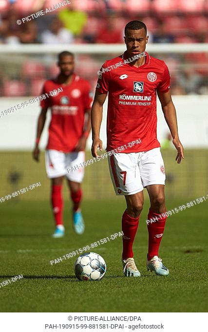 14 September 2019, Rhineland-Palatinate, Mainz: Soccer: Bundesliga, FSV Mainz 05 - Hertha BSC, 4th matchday in the Opel Arena. The Mainz Robin Quaison