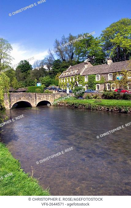 England, Gloucestershire, Cotswolds, Bibury, the Swan Hotel by the picturesque bridge over the River Coln