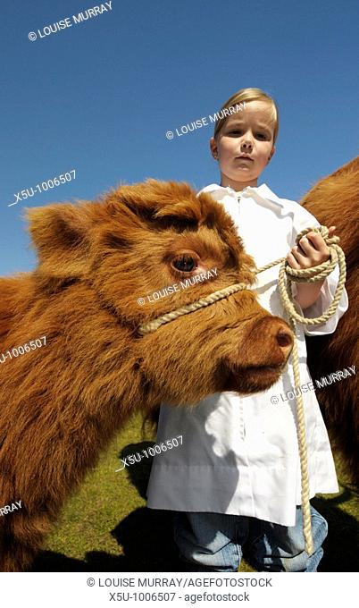 Emma Gillespie aged 7 with her prize winning best Highland calf Grace who is 4 weeks old    Turriff Agricultural Show, Aberdeenshire 2009