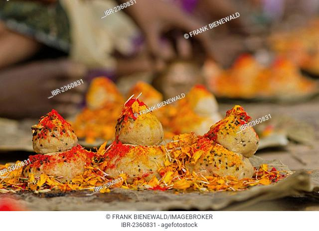 Rice balls and flowers as part of the ritual to pray farewell for the soul of a deceased person, at the ghats of Varanasi, India, Asia