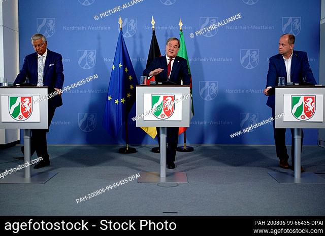 06 August 2020, North Rhine-Westphalia, Duesseldorf: Wolfgang Bosbach, Chairman of the Commission (CDU), Armin Laschet, Prime Minister of North Rhine-Westphalia...