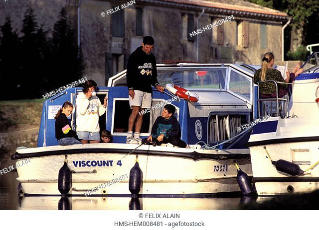 France, Aude (11), Le Canal du Midi, family boat ride near La Planque lock