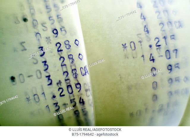 numeros y cantidades en ticket de maquina calculadora, numbers and amounts in calculating machine ticket
