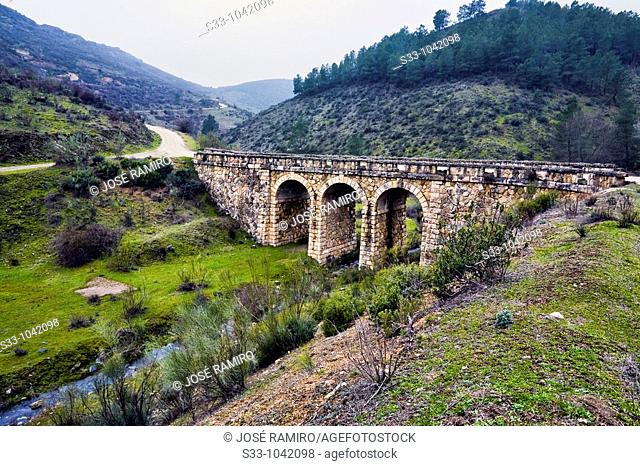 Viaducto sobre el arroyo de Valdentales en la Sierra Norte  Comunidad de Madrid  España