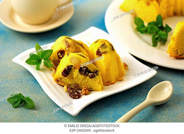 Cheese tart with walnuts and raisins