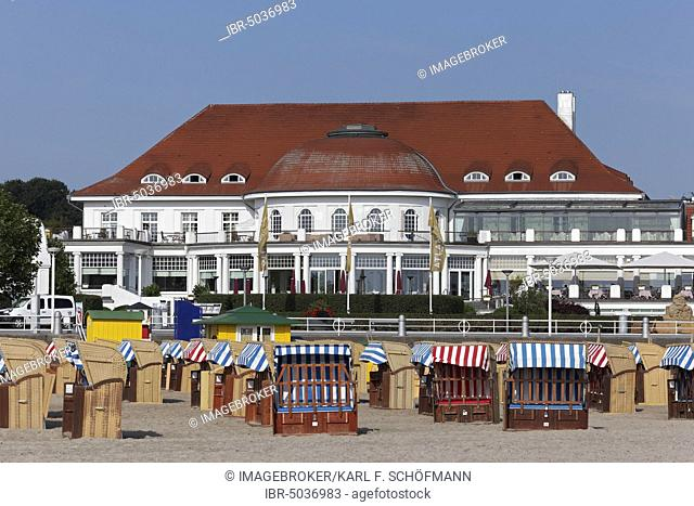 Beach with Atlantic Grand Hotel Travemünde, former Casino Travemünde, Lübeck-Travemünde, Lübeck Bay, Baltic Sea, Schleswig-Holstein, Germany, Europe