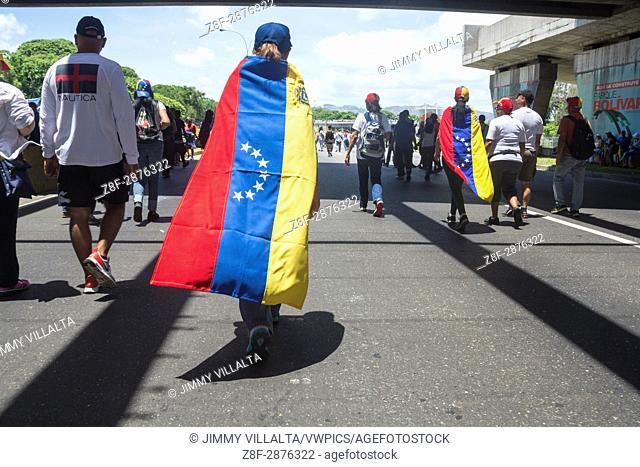 "Venezuelans opposed to the government gathered on Saturday, May 20, 2017, on the Francisco Fajardo motorway, in an activity called """"Somos Millones"""""