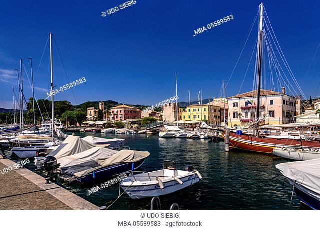 Italy, Veneto, Lake Garda, Bardolino, harbour with lakeside promenade and town hall