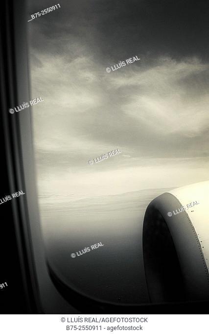 Turbine of an airplane seen through the window