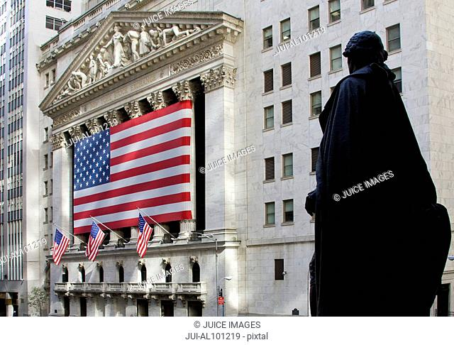 New York Stock Exchange Building and George Washington Statue, American flag, Wall Street, Manhattan, New York City, New York, United States