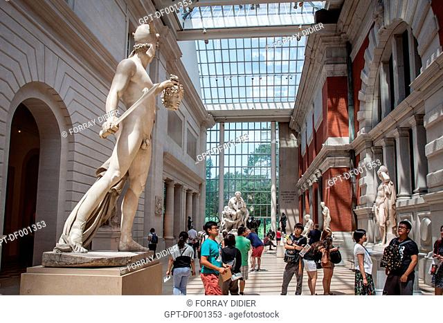 AT THE NEW YORK METROPOLITAN MUSEUM, UPPER EAST SIDE, MANHATTAN, NEW YORK CITY, STATE OF NEW YORK, UNITED STATES, USA