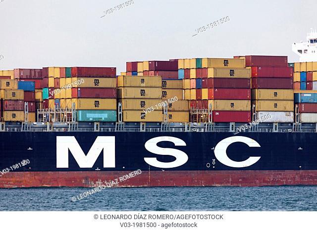 A view of portuary movement and ships at Veracruz, México