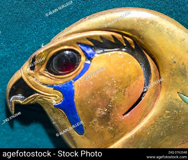 Egypt, Cairo, Egyptian Museum, from the tomb of Khnumit, daughter of Amenemhat 2, Dashur : Clasp, in the shape of a hawk head, of large collar (Usekh collar)