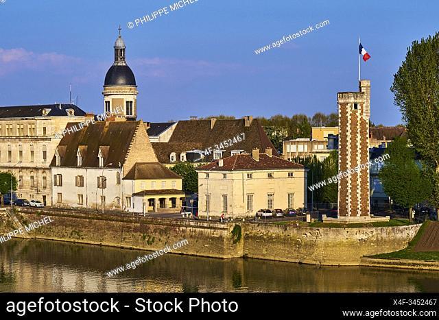 France, Saône-et-Loire (71), Chalon-sur-Saône, Doyenné tower on the Saint-Laurent island