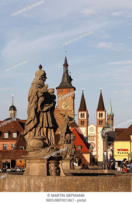 Germany, Bavaria, Franconia, Wuerzburg, View of city hall and cathedral of st. killan