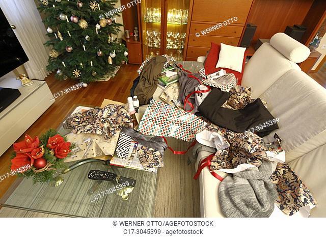 Oberhausen, Sterkrade, Christmas, Advent season, festive decorated Christmas tree in a living room, Christmas glitter balls, Christmas stars