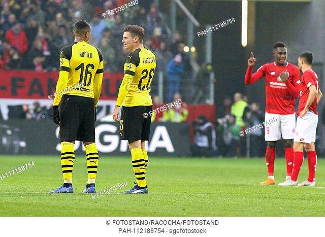 Mainz, Germany November 24, 2018: 1. BL - 18/19 - FSV FSV FSV Mainz 05 vs. Bor. Dortmund v.li. Manuel Akanji (Dortmund) in conversation with Lukasz Piszczek...