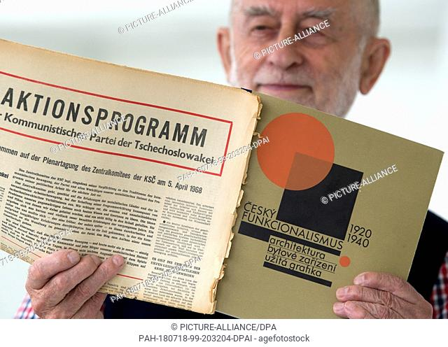 18 July 2018, Chemnitz, Germany: Karl-Clauss Dietel presents a programm of the Czechoslovakian Communist Party from 1968 and a show catalogue on Czech...