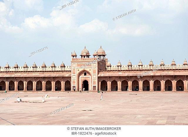 Mosque, Iwan and gateway, Jama Masjid Mosque, Fatehpur Sikri, Uttar Pradesh, India, South Asia, Asia