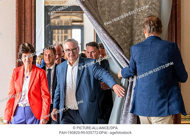 20 August 2019, Saxony, Dresden: Michael Kretschmer (CDU, 2nd from left), Prime Minister of Saxony, Eva-Maria Stange (SPD, left)