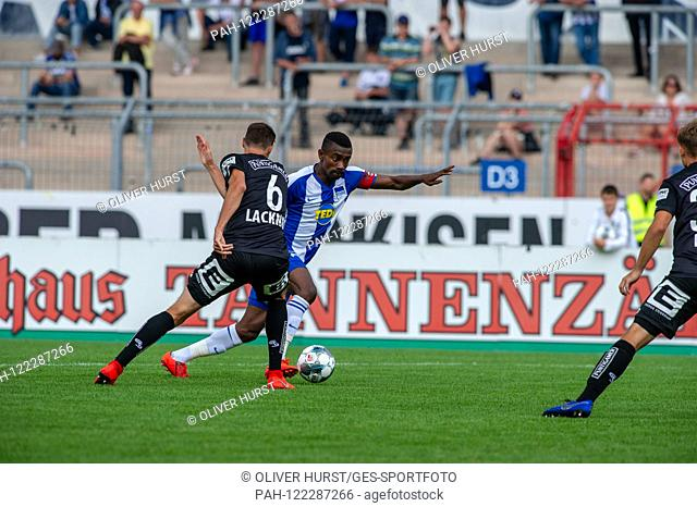 Salomon Kalou (Hertha BSC) on the ball, versus left Markus Lackner (SK Sturm Graz) GES / football / KSC blitz tournament: SK Sturm Graz - Hertha BSC Berlin, 13