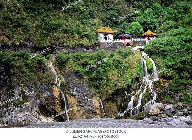 Eternal Spring Shrine (Changchun) commemorates the memory of the hundreds of veterans who died while constructing the road through the Taroko Gorge