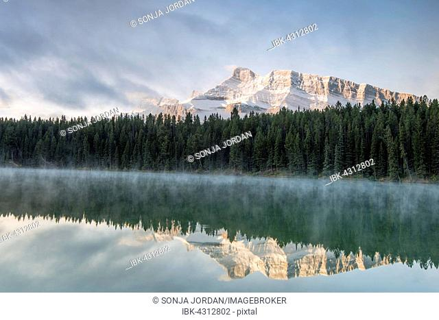 Johnson Lake with Mt Rundle, Banff National Park, Canadian Rockies, Alberta Province, Canada