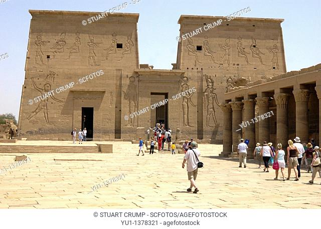 Tourist's enter the main temple at Philae Temple, Aswan, Egypt, North Africa