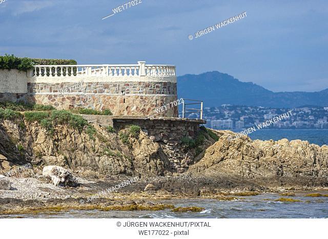 Viewing platform on the coastal path, Saint-Aygulf, Var, Provence-Alpes-Cote d`Azur, France, Europe