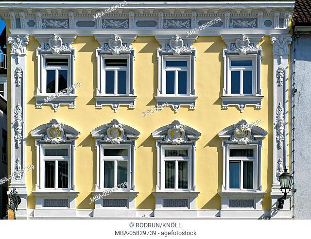 Germany, Baden-Wurttemberg, Esslingen at the Neckar, historical pharmacy at the Fischbrunnen