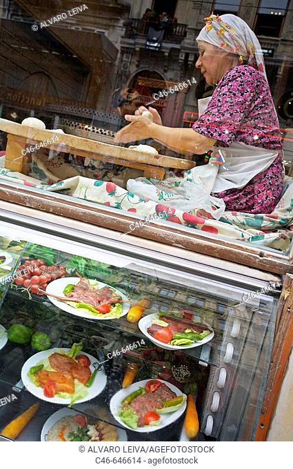 Restaurant, Istiklal Caddesi ('Independence Street'), Istanbul's main shopping street in Beyoglu quarter. Istanbul, Turkey
