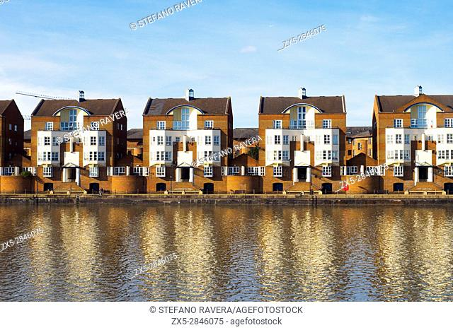 Residential homes in Greenland Marina - London, England