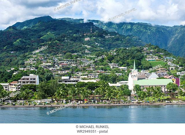 Dramatic mountains looming behind Papeete, Tahiti, Society Islands, French Polynesia, Pacific
