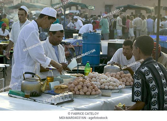 Jemaa El Fna place - Shopkeeper cooking eggs