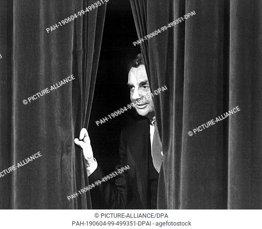 FILED - 13 May 1982, Frankfurt:Main: The curtain opens for Harald Juhnke. His career lasted 50 years. He was an actor, entertainer and tragic drunkard