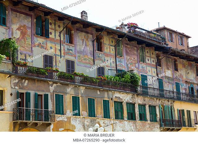 Case dei Mazzanti with its facade frescoes, Piazza delle Erbe, Verona, Veneto, Italy, Europe