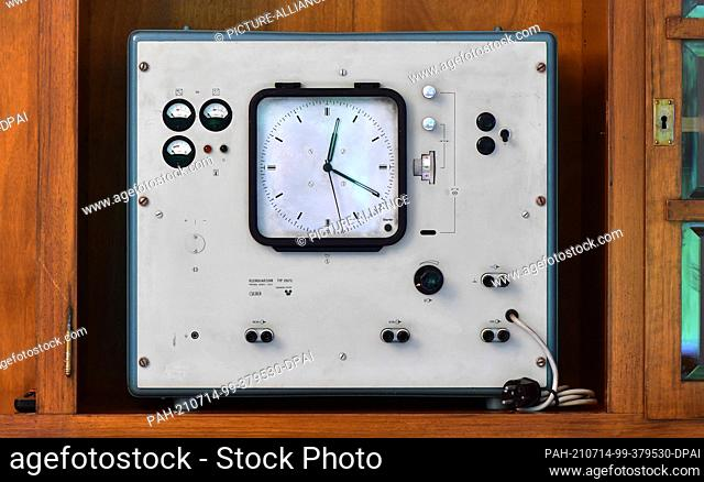 14 July 2021, Thuringia, Ruhla: The GDR's first quartz watch from the Funkwerk Erfurt is an exhibit at the Ruhla Clock Museum