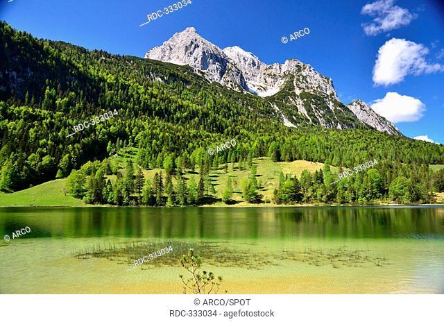 Lake Ferchensee, Wettersteinspitzen, Wetterstein mountains, Karwendel Mountains, Isar Valley, Mittenwald, Upper Bavaria, Bavaria, Germany