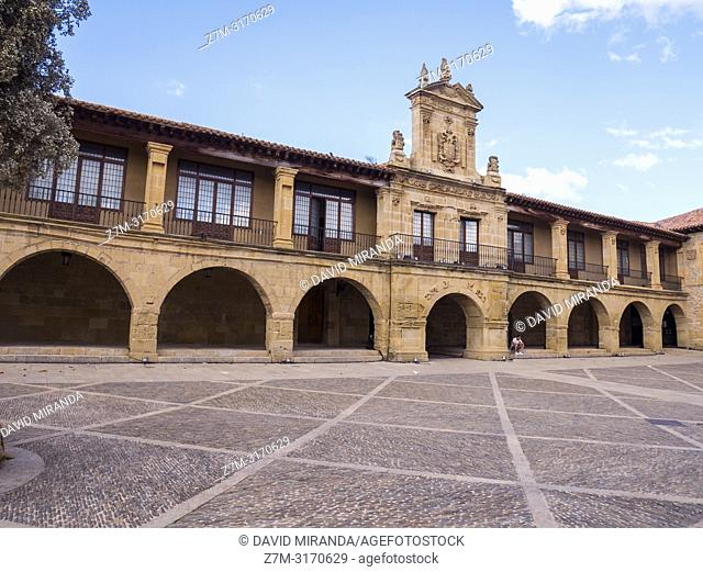 Plaza Mayor y Ayuntamiento de Santo Domingo de la Calzada. La Rioja. Spain